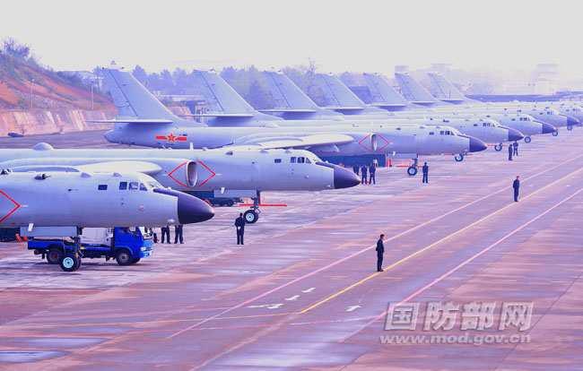 中国轰6K新型轰炸机机群首次曝光