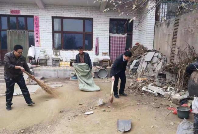 东旺镇组织帮扶人员深入贫困户家中送温暖