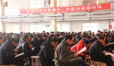 李亲顾镇组织扶贫工作业务培训