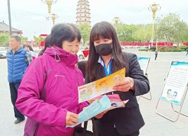 """市疾控中心在崇文街开展""""全国疟疾日""""宣传活动"""