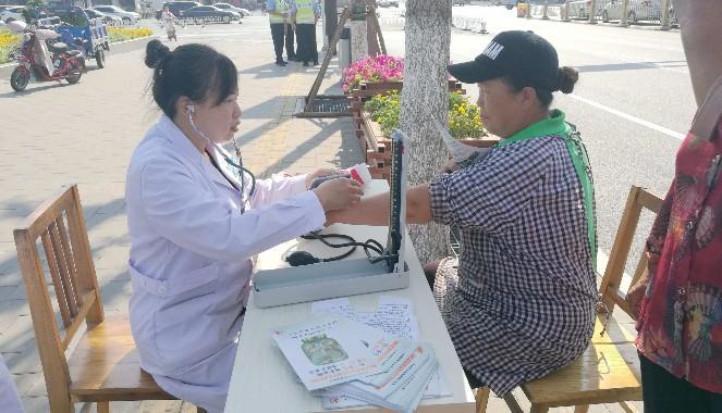 """市疾控中心、人民医院、妇幼保健院等单位开展以""""'三减三健'助力健康中国行动""""为主题的宣传活动"""