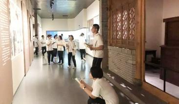 市文化广电和旅游局联合市教育局,组织学生到博物馆、贡院、文庙开展研学活动