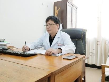 东亭中心卫生院院长刘源 守护群众的生命健康