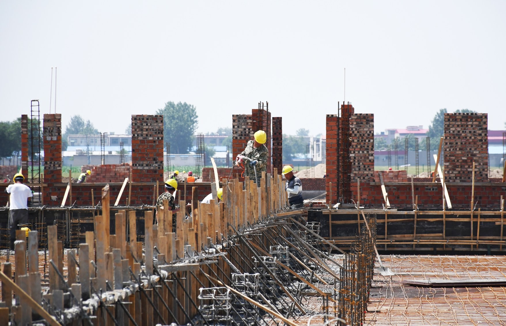 新希望集团养殖产业项目 工程建设忙致富新希望