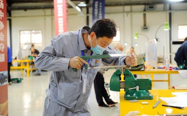 2020年河北省职工职业技能大赛钳工(工具钳工)决赛在长安汽车河北基地举行