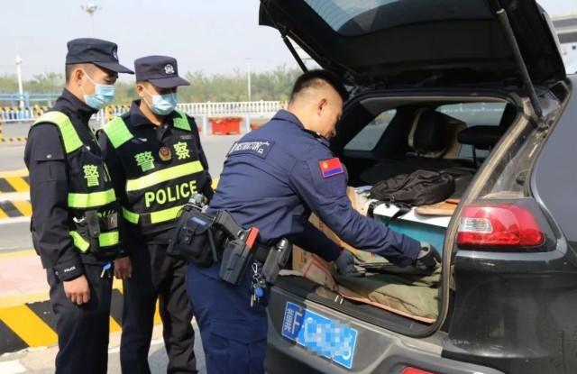 市公安局组织民警到京港澳高速定州北口及火车站警务站开展送教活动