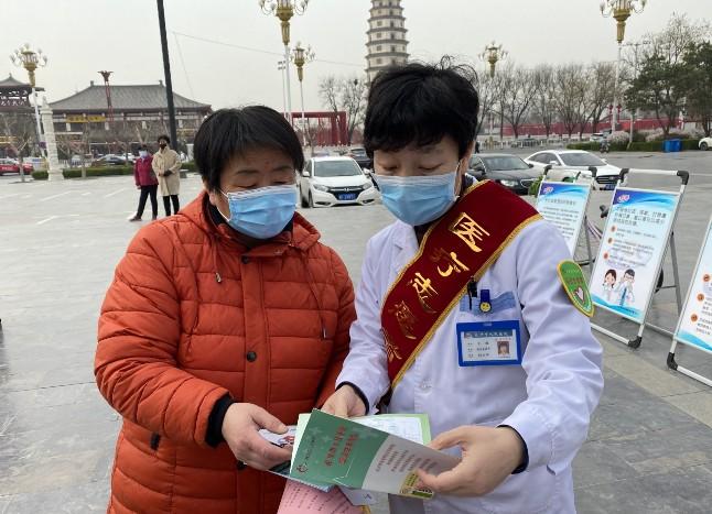 """市疾控中心展以""""终结结核流行,自由健康呼吸""""为主题的宣传活动"""