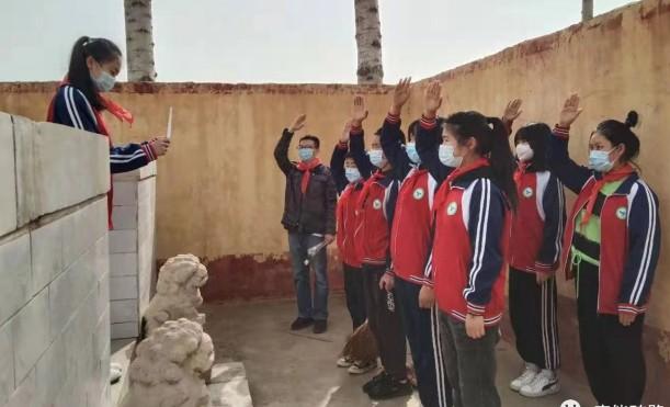 砖路镇各学校通过开展主题班会、扫墓等活动,缅怀革命先烈