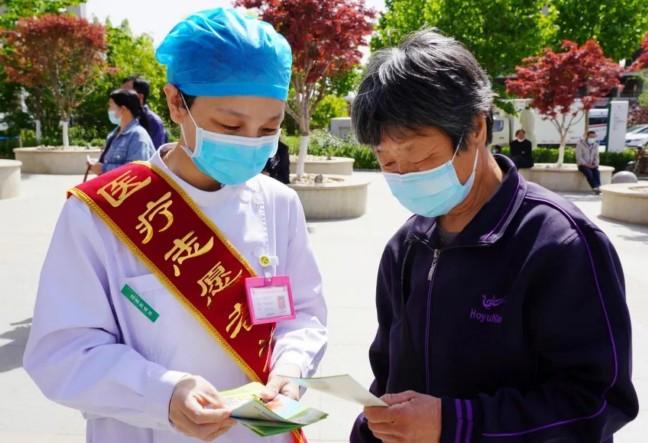 """市人民医院开展以""""揭示哮喘的误区""""为主题的义诊活动"""