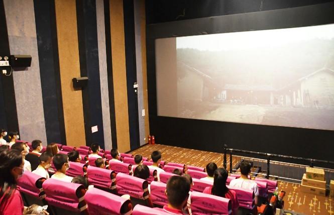 """市委宣传部开展""""庆六一免费观看红色电影""""活动"""